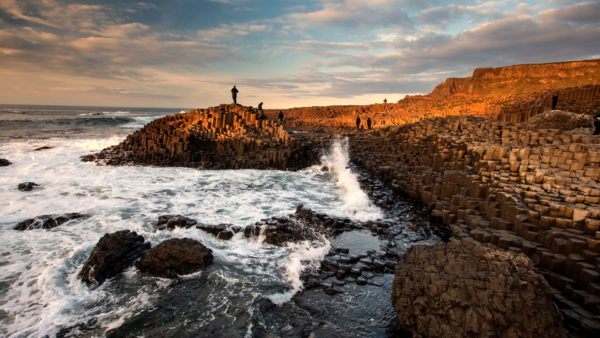 Bus Hire Belfast – Coach Tours – Causeway Coast Tour – Giants Causeway, Dark Hedges, Rope Bridge
